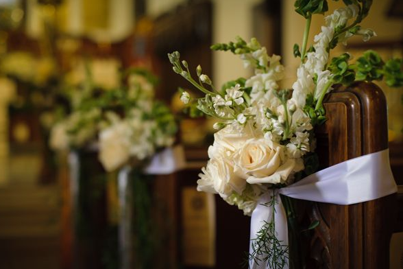 pew flowers for wedding ceremony